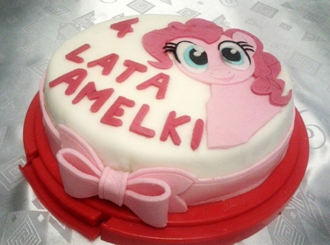 Po kolejne kolorowe torty, nie tylko dla dziewczynek zapraszam na Torty Cioci Soni na Facebooku