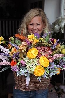 Jesienne kosze z dekoracjami kwiatowymi od tenDOM