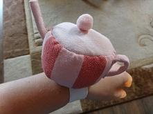 Czy to czajniczek:)??? Nie to poduszka na szpilki. Wykonana z resztek materiału--> aszir.blogspot.com