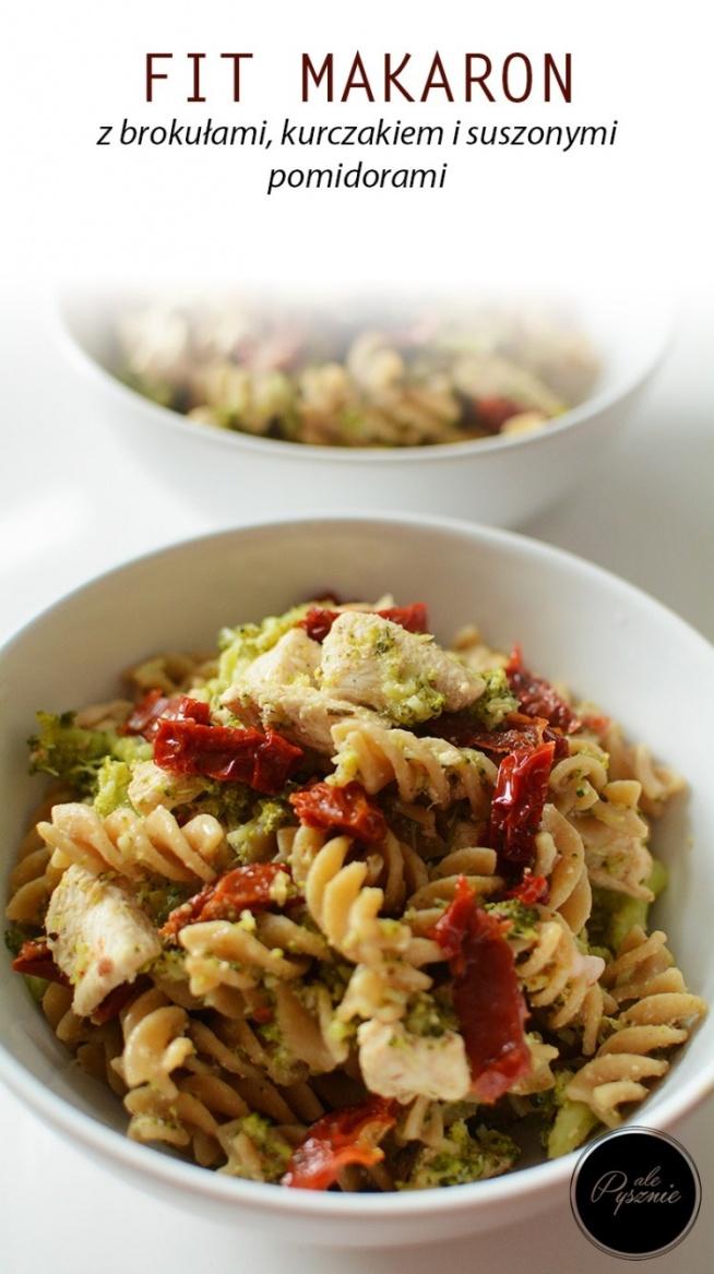 Fit makaron z brokułami, kurczakiem i suszonymi pomidorami.