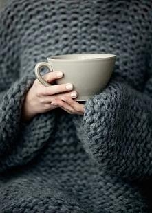 Ciepły sweterek i herbatka <3
