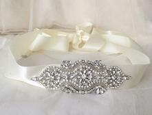 Witam :)   Do zaoferowania mam piękne pasy z ręcznie robioną kryształową ozdobą, które idealnie pasują zarówno do : - sukni ślubnej, - sukni wieczorowej, - sukienki druhny/świad...