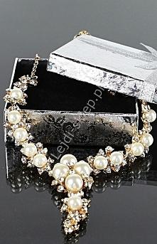 Naszyjnik ze sztucznymi perełkami. Naszyjnik wieczorowy lub dla Panny Młodej