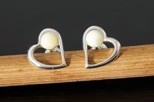Srebrne kolczyki na wygodnych sztyftach, ozdobione oczkami z naturalnego, mlecznego bursztynu bałtyckiego <3  ~ długość całkowita - 10mm ~ kamień - bursztyn ~ srebro 925 ~ wa...