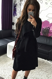 Czarny flauszowy płaszczyk ...