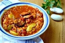Jesienna zupa z grochem, kiełbasą i soczewicą