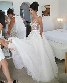 kolejna odważniejsza suknia, górna część przepiękna! Mimo tego, że spódnica j...