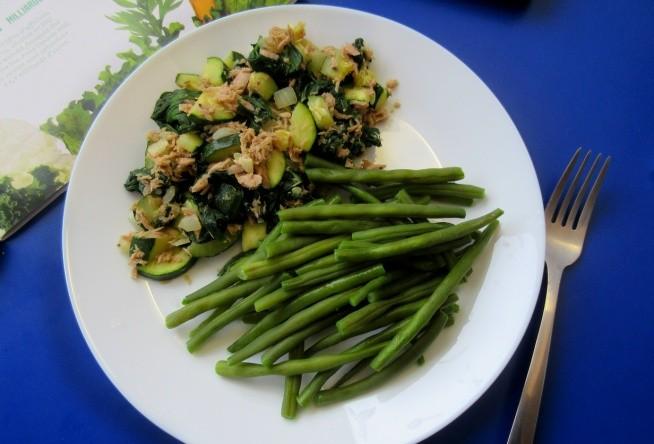 10.10 Obiad na szybko: fasola, cukinia, szpinak, czosnek i tunczyk