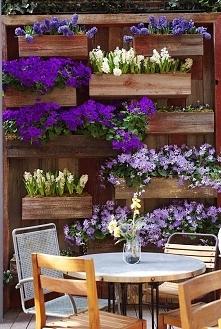 ściana w kwiaty