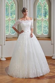Piękne suknie ślubne dla każdej Panny Młodej. Najnowsze wzory i kreacje ze świata mody ślubnej.