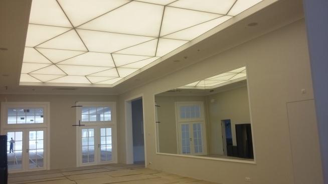 Podobają się Wam geometryczne kształty? Ten nowoczesny sufit jest dziełem naszych montażystów i ozdabia wejście do hotelu Sokół w Łańcucie :)