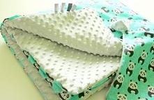 Pandusiowy komplecik :) kocyk + poduszka, z jednej strony milusi materiał minky, a z drugiej 100% bawełna w pandy :)  Na zamówienie - kolory, materiały i wymiary do wyboru, zapr...