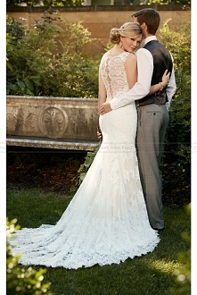 Essense of Australia Romantic Lace Wedding Gown Style D2065