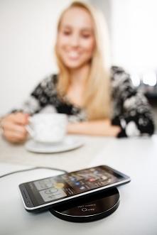 Pora na dawkę energii :) dla nas kawa - a telefon doładujmy za pomocą jednej z ładowarek bezprzewodowych firmy Qiray :)