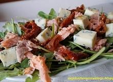 Sałatka z wędzonym łososiem...