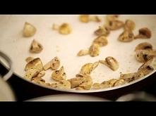 Zapiekanka makaronowa z kurczakiem i pieczarkami. Lubię oglądać Doradce smaku przepis na zapiekankę z makaronem przypadł mi do gustu. Nie jest trudny do przygotowania. Często ro...