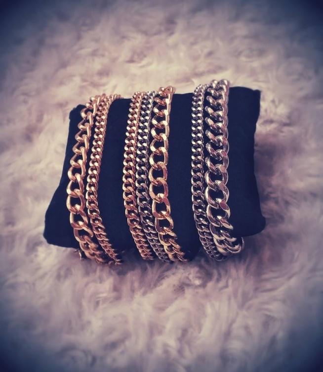 Biżuteria własnoręcznie robiona- dla mnie najlepszy sposób na relaks i spędzanie wolnego czasu, przeważnie w długie, jesienne dni. Po kilku latach postanowiłam wrócić do hobby. Strona w trakcie tworzenia, zapraszam do oglądania, facebook: Biżuteria MIKO Handmade ;)
