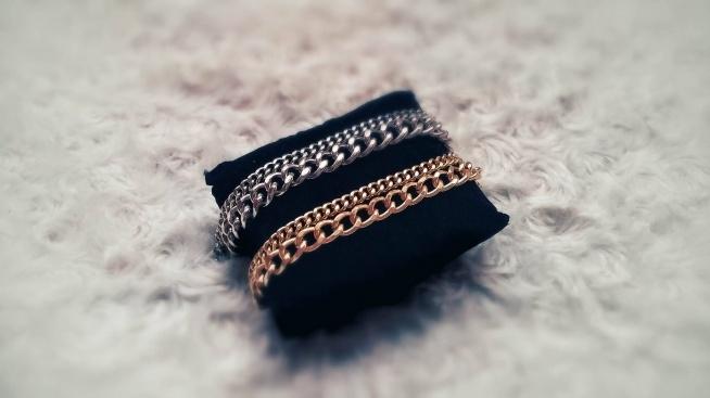 Biżuteria własnoręcznie robiona- dla mnie najlepszy sposób na relaks i spędzanie wolnego czasu, przeważnie w długie, jesienne dni. Po kilku latach postanowiłam wrócić do hobby. Strona w trakcie tworzenia, zapraszam do oglądania: facebook: Biżuteria MIKO Handmade ;)