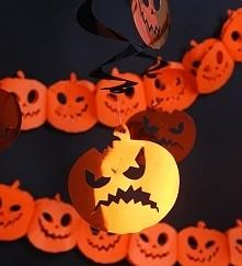 Straszne dynie urozmaicą imprezę Halloweenową. Więcej dekoracji na partytajm....