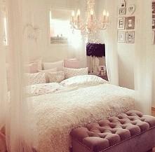 Kobieca sypialnia :)