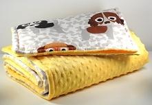 Kocyk i poducha uszyte z bawełny i żółtego minky z ciepłym wypełnieniem w środku.