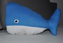 Wielorybek uszyty z bawełny, wypełnienie antyalergiczne.