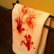 Zakrwawiony ręcznik to tylko kolejny pomysł na halloweenową dekorację na blogu u Pani Dyrektor! Dekoracje na Halloween - zainspiruj się!