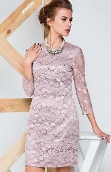 Cover GR1310 sukienka beżowa Piękna koronkowa sukienka, fason dopasowany do sylwetki, zapinana z tyłu na kryty zamek