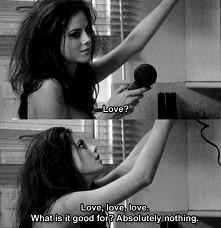 Skins <3 *tłumaczenie* -Miłość? -Miłość, miłość, miłość. Co jest w niej do...