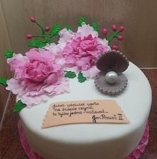 Tort wykonany na perłowe gody