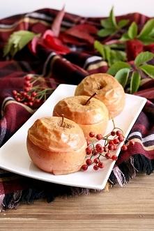 ZAPIEKANE JABŁKA Z ORZECHAMI I MIODEM To zdrowy i prosty deser, w którym zamiast cukru słodzikiem jest miód. Smakuje pysznie! SKŁADNIKI 4 jabłka 4 łyżeczki rodzynek 4 łyżeczki p...