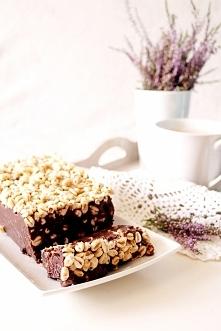 BLOK CZEKOLADOWY Znasz ten deser? Blok czekoladowy to jeden z ulubionych smaków dzieciństwa. Najbardziej wspominają go jednak ci, którzy mieli okazję żyć w czasach PRL-u, bo blo...