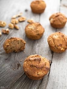 migdałowe muffinki z brzoskwiniami