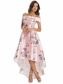 Satynowa sukienka na studni...