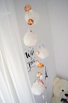 Dzisiejsze DIY. Pompony z firanki Lil z Ikea i moje dzwonki wietrzne z muszel...