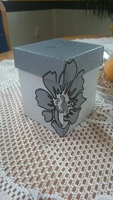 pudełko własnoręcznie malowane.