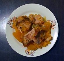 Może nie wygląda apetycznie, ale jak smakuje!  Schab duszony w rękawie z dynią, cebulką, cynamonem, chilli i żółtym curry - mój narzeczony dostał z kaszą gryczaną, a ja miałam a...