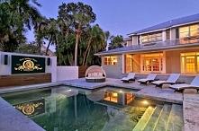 kino domowe nad basenem?