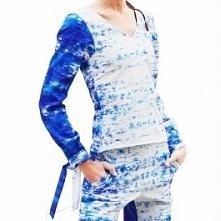 Wzorzysty top z wiązanymi mankietami, dostępny w butiku Łatka fashion