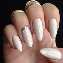 Paznokcie beżowe - wzory, malowanie, stylizacja paznokci