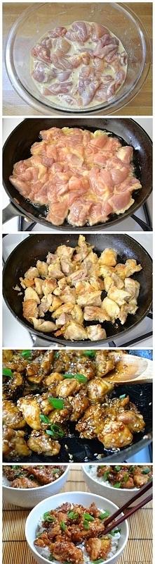 Składniki: kurczak,  1 duże jajko, 2 łyżki mąki ziemniaczanej, 1 szczypta soli i pieprzu  1 kg ud bez kości, bez skóry z kurczaka  2 łyżki oleju roślinnego (do smażenia)  sos: 2...