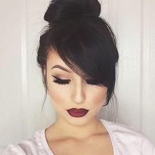 Włosy upięte z grzywką - Galeria fryzur