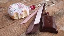 breloczek z pączkiem i czekoladą-Słodki on i ona