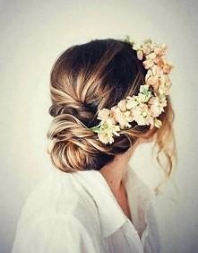 co myślicie o wiankach z żywych kwiatów do ślubu?