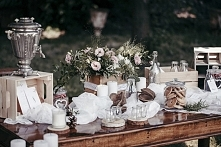 Fotografia: Mamel Pictures   Organizacja sesji i aranżacja dekoracji: Wedding Expert   Florystyka: Pracownia dekoratorska Dzika Róża   Miejsce: Zamek Stare Tarnowice   Papeteria...