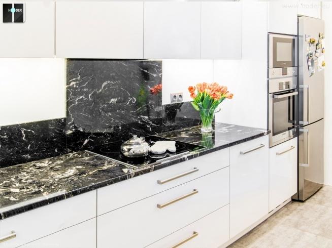 Projekt i realizacja kuchni - białe meble i ciemny granit