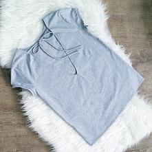 Koszulka z wiązaniem na plecach od IVON  @ivonsklep ivon-sklep.pl