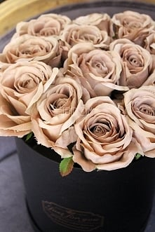 piękne, sztuczne róże w pudełkach od tendom / pl