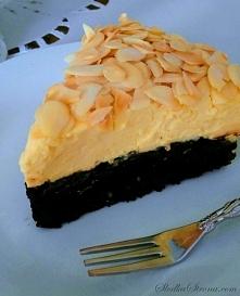 Najlepsze Ciasto Świata - Składniki: Spód: 6 białek 160 g cukru pudru 180 g migdałów (zmielonych) 40 g kakao 100 g gorzkiej czekolady Mus: 6 żółtek 700 ml śmietanki kremówki 36%...