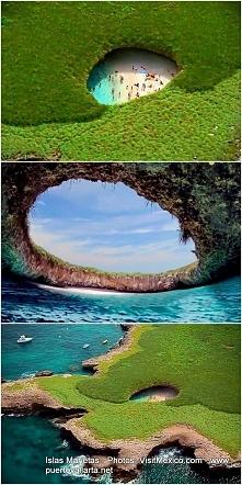 Puerto Vallarta. Ukryta plaża u wybrzeży Meksyku.Z góry wygląda jak dziura w ziemi, w której znajduje się piaszczysta plaża i zbiornik krystalicznej wody.